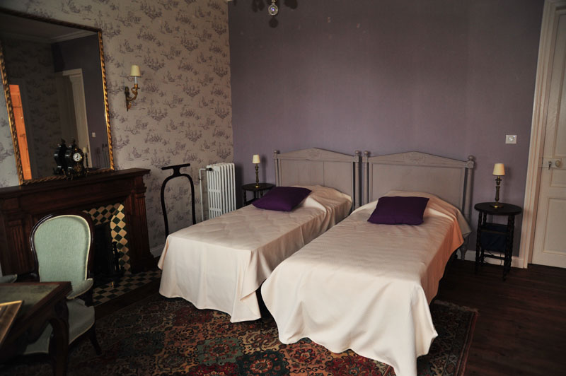 Lanroz b b in quimper the bedrooms for Chambre mauve